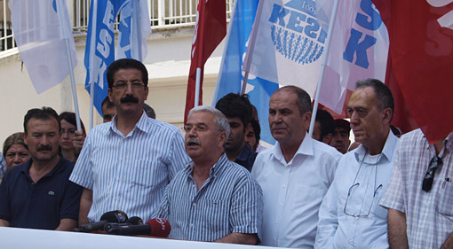 KESK union leaders hold a press statement following the 25 June arrests. Photo: KESK