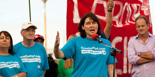 Helen Kelly speaks at a Port of Auckland union rally. Photo by Maritime Union of New Zealand
