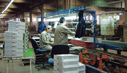 Workers at the worker-occupied FaSinPat factory in Argentina. Photo © Guglielmo Celata, Flickr.